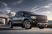 2015-gmc-canyon-front-three-quarters-view