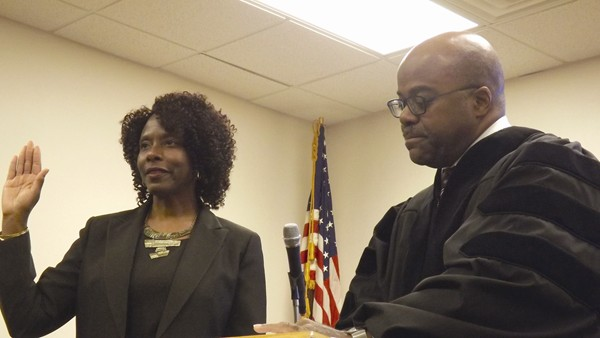 Lithonia Swears In Mayor  Two Council Members
